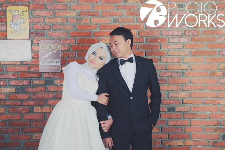 contoh-foto-prewedding-studio-indoor-bata-merah-sawangan-depok-gaun-jas-by-73-photography-2