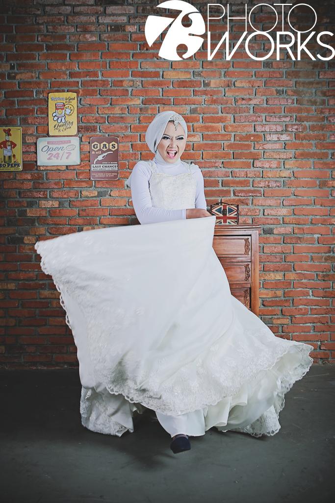 contoh-foto-prewedding-studio-indoor-gaun-hijab-muslimah-sawangan-depok-gaun-jas-by-73-photography