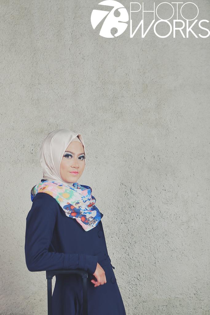 contoh-foto-prewedding-studio-indoor-hijab-casual-sawangan-depok-gaun-jas-by-73-photography