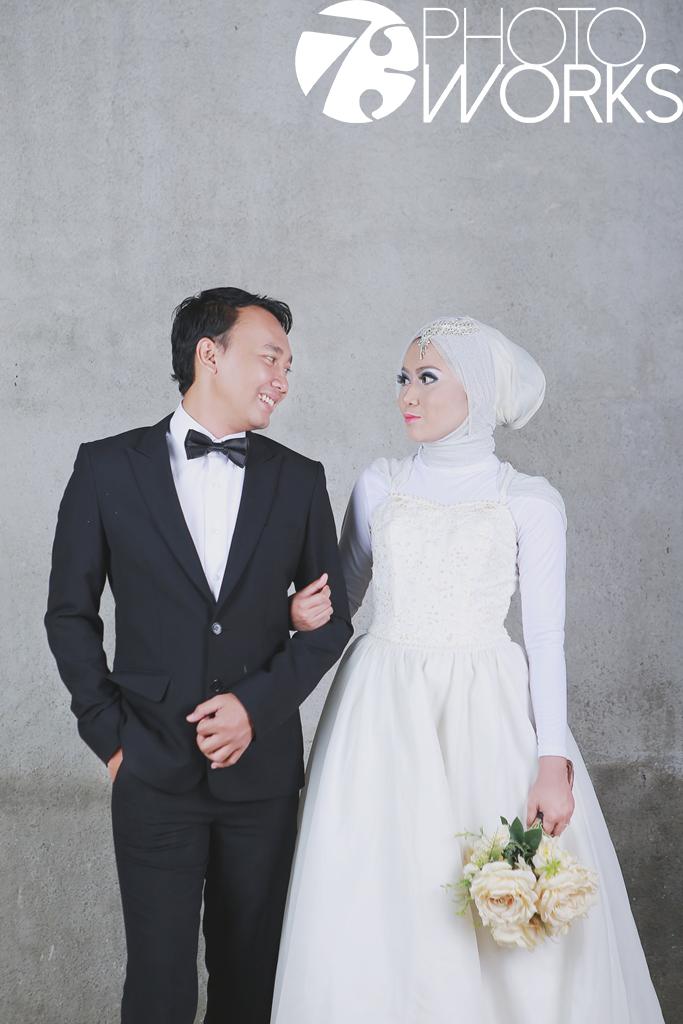 contoh-foto-prewedding-studio-indoor-hijabers-muslim-sawangan-depok-gaun-jas-by-73-photography