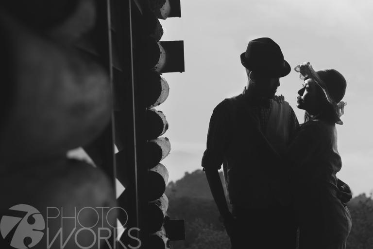 jasa-foto-prewedding-di-rumah-tua-hitam-putih-siluet-hitam-putih-bogor