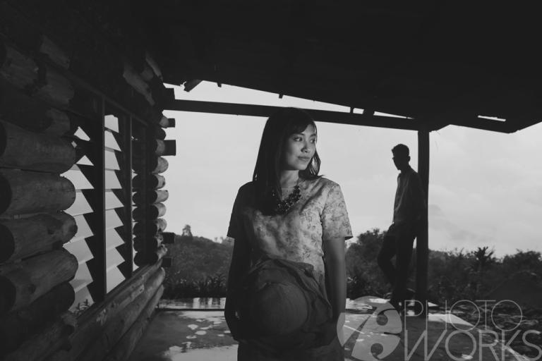 jasa-foto-prewedding-di-rumah-tua-hitam-putih