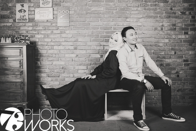 paket-foto-prewedding-studio-indoor-bata-merah-hitam-putih-sawangan-depok-gaun-jas-by-73-photography