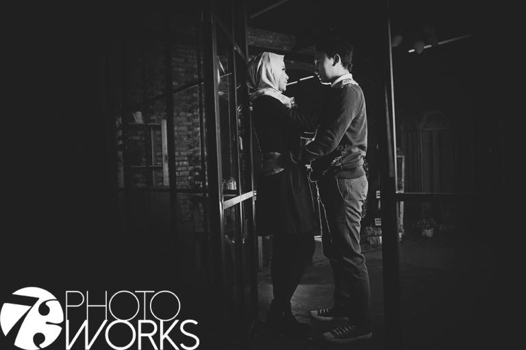 sample-foto-prewedding-studio-indoor-kaca-jendela-sawangan-depok-gaun-jas-candid-by-73-photography