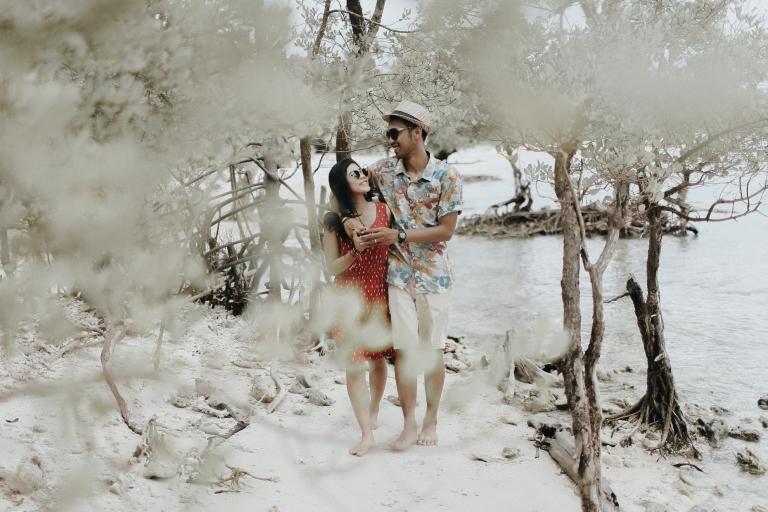 foto-foto-prewedding-unik-di-pantai-tanjung-lesung