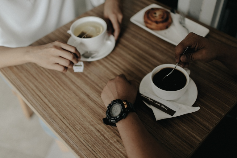 jasa-foto prewedding-di-cafe