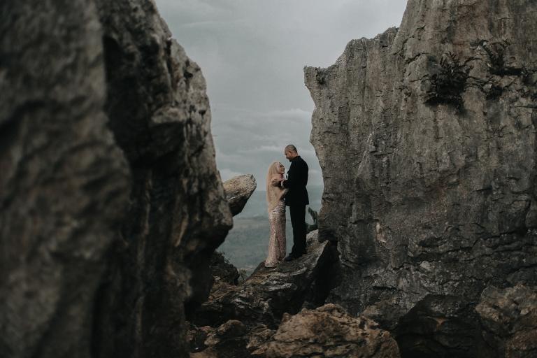 paket foto prewedding outdoor di gunung batu