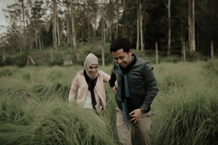 prewedding outdoor di kandang rusa