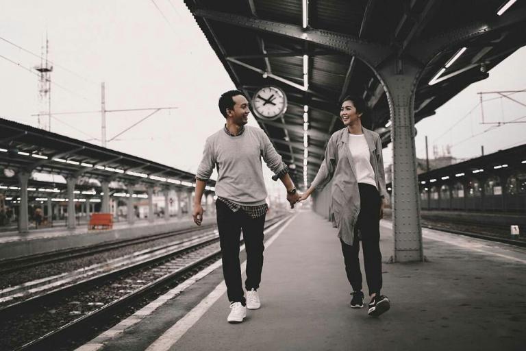 foto-foto-prewedding-di-stasiun-kota (2)