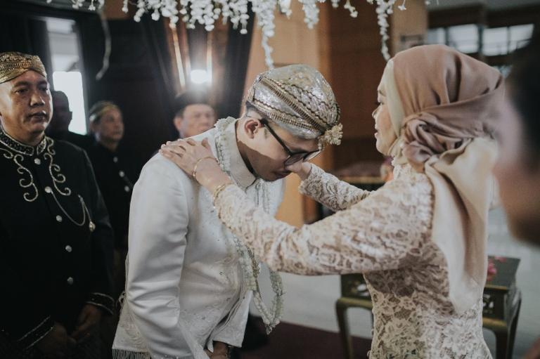 foto-wedding-pengalungan-akad-nikah