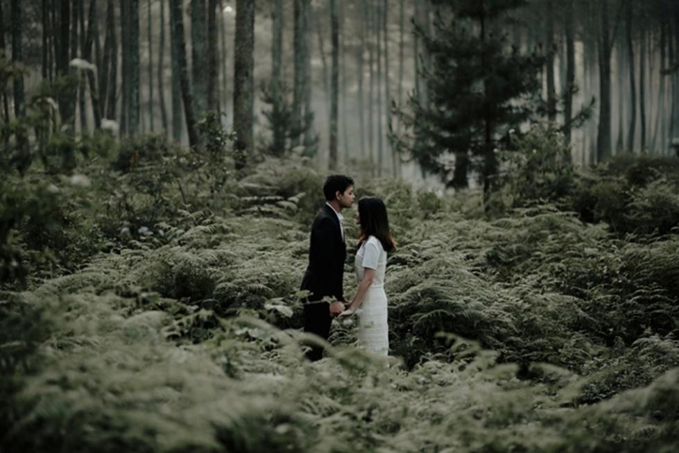 foto-prewedding-di-hutan-pinus