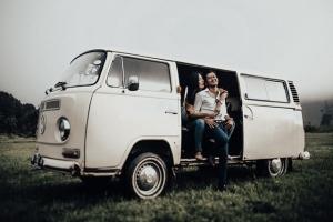 jasa-photo-prewedding-di-ranca-upas-pakai-mobil-VW