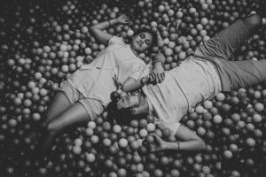 tema-foto-prewedding-hitam-putih